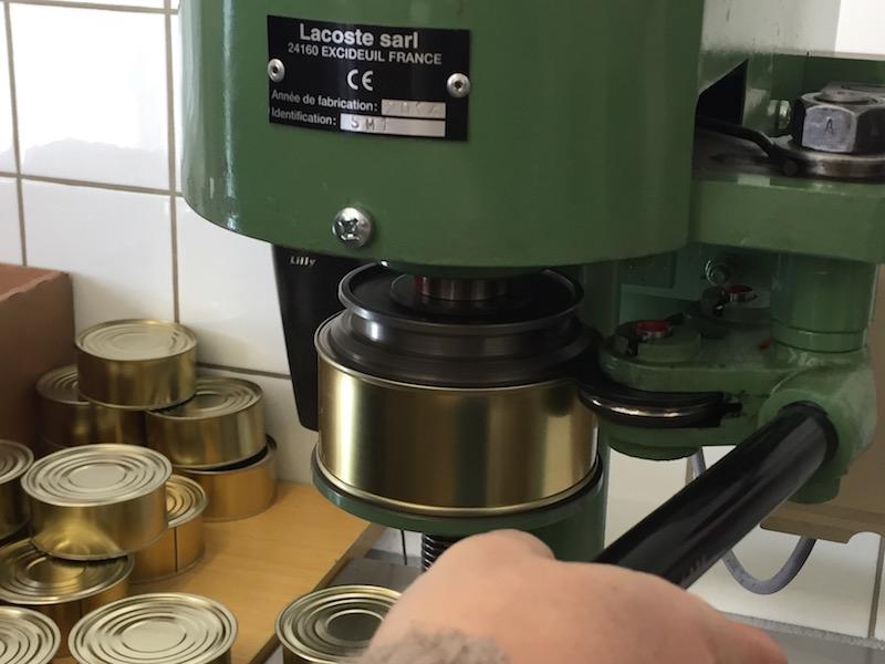 machine sertir les bo tes de conserve forge et ferronnerie industrielles artistiques. Black Bedroom Furniture Sets. Home Design Ideas